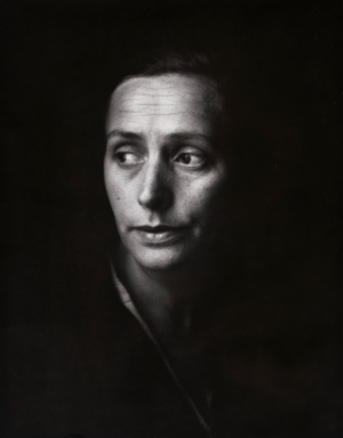 Nat Gutman's Wife, Warsaw, 1938, by Roman Vishniac, © Mara Vishniac Kohn courtesy the International Center of Photography