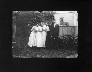 Untitled (Herbert Hotter and Girlfriends, Detroit, Michigan), about 1910. Gift of Brad and Ellen Iverson